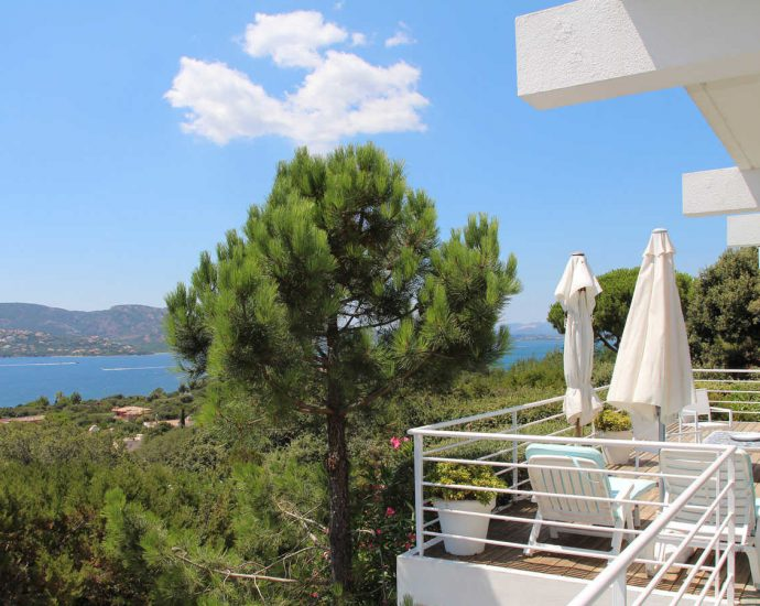 Porto vecchio, Domaine de Cala Rossa, villa La Pergola, 5 rooms, seaview and close to the beach, RL157