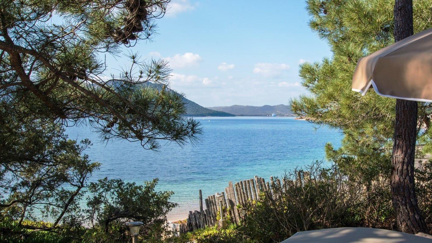 Rent a prestigious villa on the sea side in Corsica