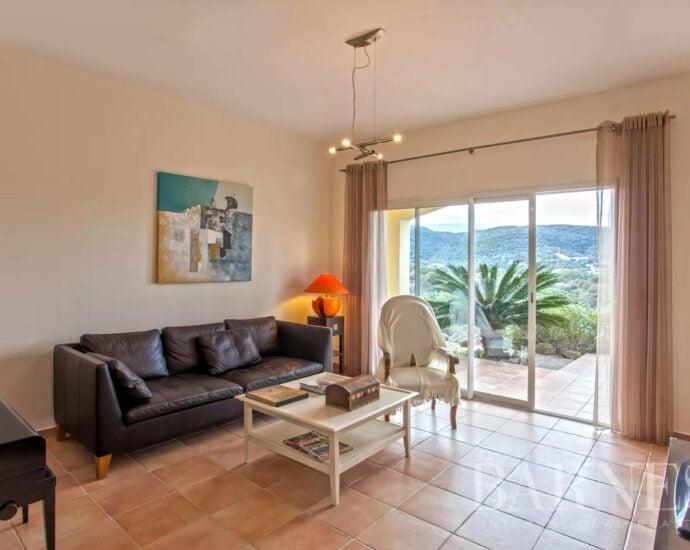 Cilagna – Villa T9, avec piscine,  vue mer sur la baie de  Pinarello et Montagnes