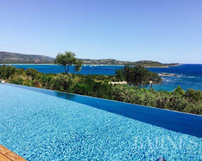 Situation exceptionnelle, Villa 6 chambres, Domaine de la Tour au Benedettu, offrant une vue mer panoramique, plage à pieds, piscine, au calme, RL 197 L'Asphodèle