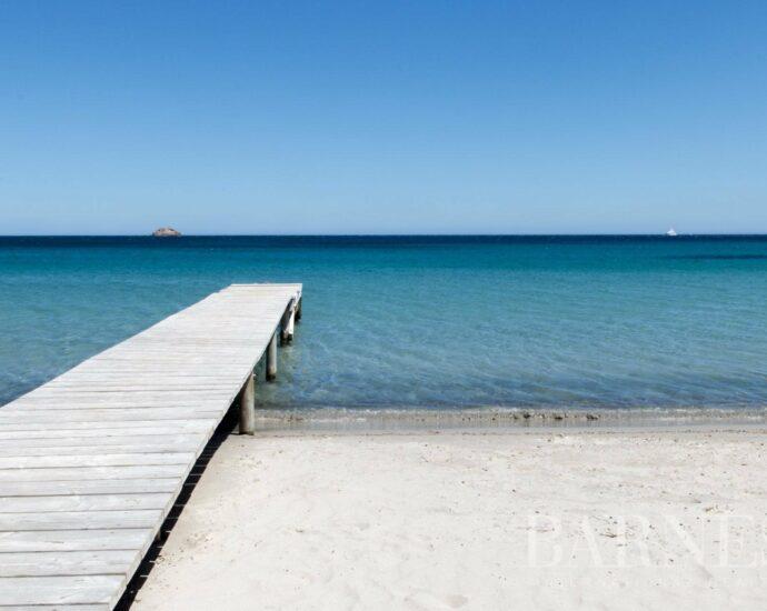 Pinarello – Villa conteporaine avec 6 chambres et plage à pieds