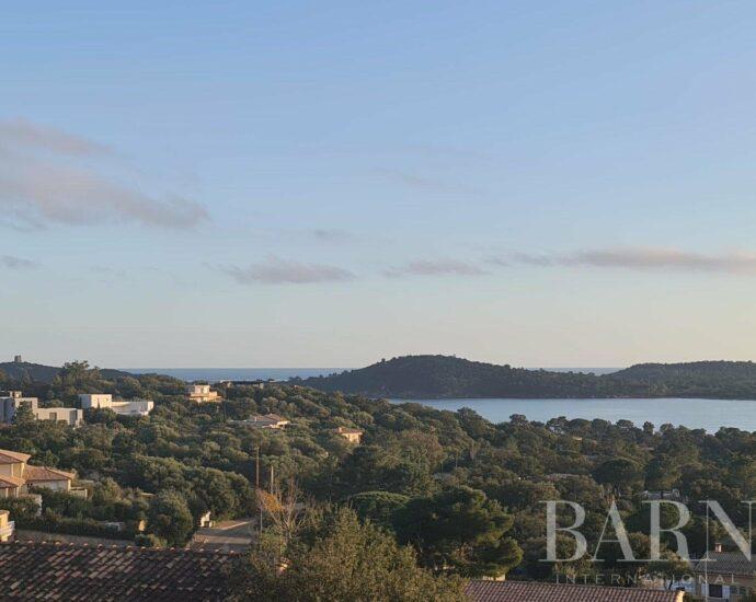 PINARELLO | Villa de trois chambres, vue mer panoramique et plage à pied