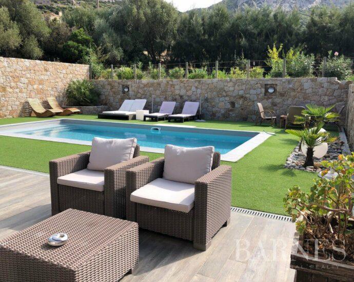 Calvi, villa d'architecte, 6 chambres, piscine, vue montagnes, plage à pieds