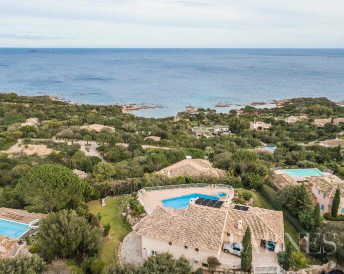 Villa domaine privé de Punta d'Oro, vue mer, piscine, plage à pied