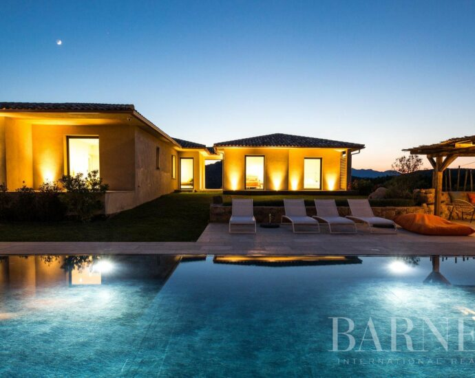 Bonifacio, villa 5 chambres, piscine, vue mer, RL273 Villa Maquis