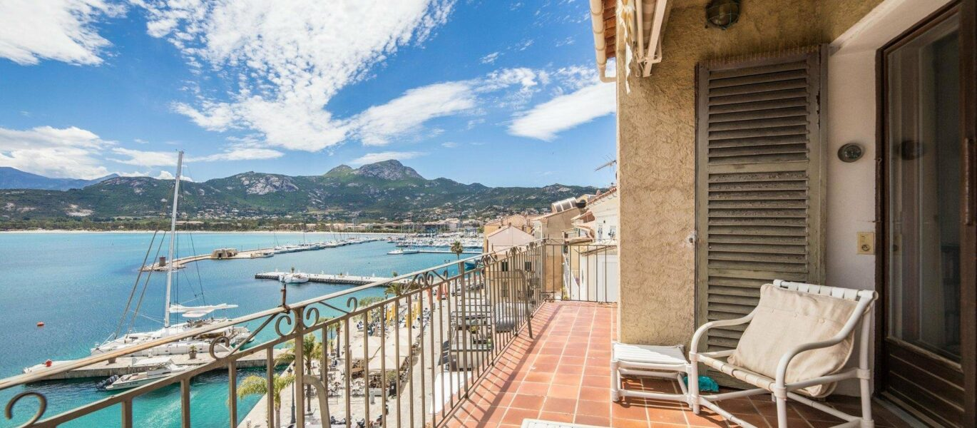 5 room duplex apartment on the port of Calvi with panoramic sea view