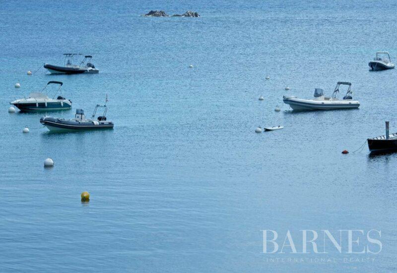 Proche L'Ile Rousse, propriété pieds dans l'eau, vue mer panoramique