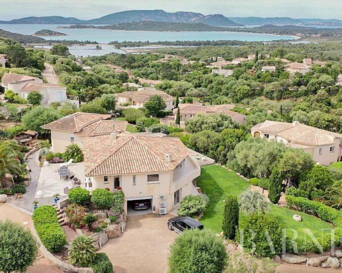 Arasu   Villa vue mer, au calme, 5 chambres avec piscine et jardin arboré