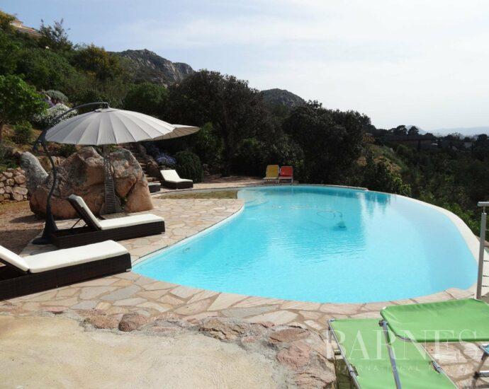 Porto-vecchio, route de Palombaggia, villa pieds dans l'eau, 4 chambres, piscine , RL257 Alivi